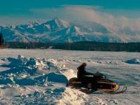 Auf dem Schneemobil Alaska entdecken, Foto: TravelAlaska.com