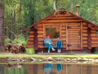 Rustikale Holzhütte in Alaska, Foto: TravelAlaska.com