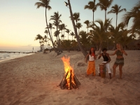 Strandparty und Lagerfeuer, Foto: Dominican Republic Ministry of Tourism