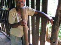 Kubanerin beim Kaffee mahlen, Foto: travel-to-nature