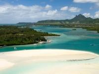 Mauritius Blick auf Ile aux Cerfs Sandbank mit Festland, Foto: (c) MTPA Bamba