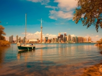 Segelboot vor Torontos Waterfront, Foto: Ontario Tourism Marketing Partnership Corporation