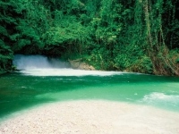 Natural beauty and waterfall, Foto: Kirklandphotos.com (via BoTG)