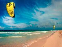 Kitesurfen am Strand, Foto: Riviera Maya