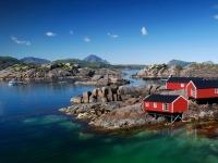 Drei Rorbu Blockütten am Fjord, Ben Burger