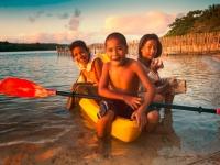 Kinder im Kayak vor Vavau, Foto: Tonga Tourism