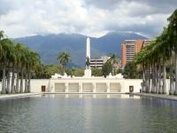 Paseo Los Próceres in Caracas [Praça dos Heróis 3, Márcio Cabral de Moura, CC BY 2.0, flickr]