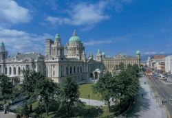Belfast City Hall  (Bild: Armagh City and District Council / Tourism Ireland, Copyright)