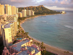 Waikiki Beach  (Bild: Waikiki Beach at Sunset, Alan Light, CC BY)