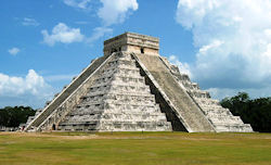 Kukulcan Pyramide  (Bild: Chichen Itza's Kukulcan Temple, Kyle Simourd, CC BY)